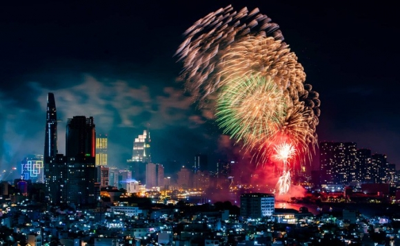 Rực rỡ, đặc sắc pháo hoa giao thừa chào đón năm mới - Ảnh 4.