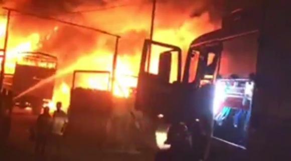 Vựa phế liệu tại Bình Dương bị cháy rụi trong đêm mùng 2 tết - ảnh 1