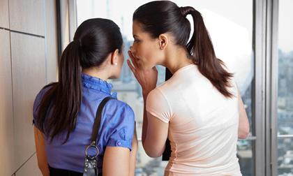 Những kiểu phụ nữ không ngoan thích đưa chuyện tạo thị phi, ai cũng nên đề phòng