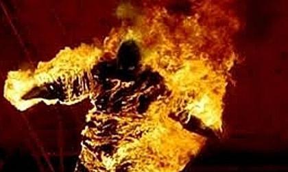 Châm lửa đốt nhà trong đêm, 3 cha con tử vong thương tâm