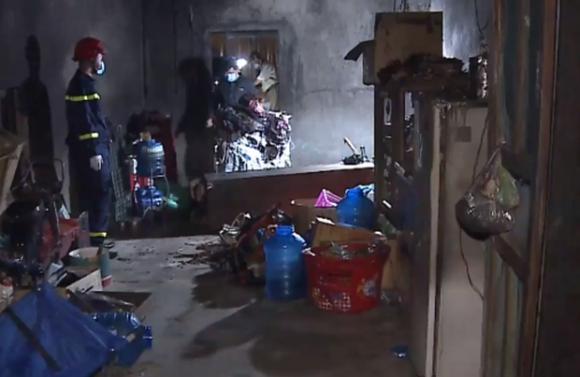 Hiện trường bên trong căn nhà bị cháy khiến 3 bố con anh Tân tử vong. Ảnh: báo CAND