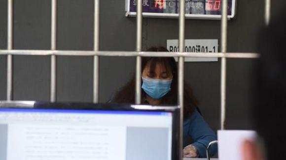 Người phụ nữ che giấu việc từng ở Vũ Hán để được về nhà bị xử phạt ảnh 0