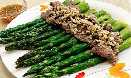 Măng tây xào thịt bò thơm ngon giòn sần sật, ai cũng gật gù khen khéo