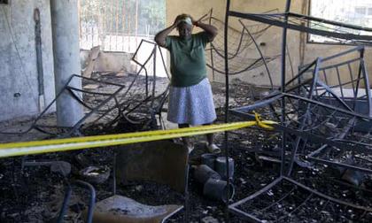 Thiếu điện dùng nến, hại 15 trẻ em chết cháy