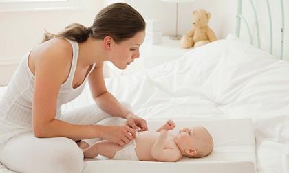 Những mẹo đơn giản giúp trẻ từ 3 đến 6 tháng tuổi phát triển toàn diện 5 giác quan