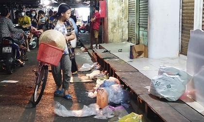 Vợ đâm chồng tử vong giữa chợ vì bảo mua bánh mì nhưng lại mua cơm