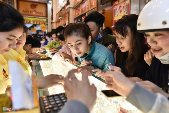 Gia vang vot len 49 trieu dong/luong, dat dinh cao nhat moi thoi dai hinh anh 1 mua_vang_than_tai_1.jpg