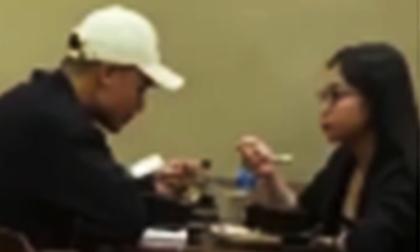 Hot: Giữa đêm, bắt gặp Quang Hải tình tứ chở Nhật Lê đi ăn, trò chuyện vô cùng thân thiết
