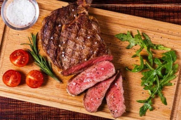 Ăn thịt bò vào buổi tối là dại, sai lầm kinh điển nhiều người mắc phải