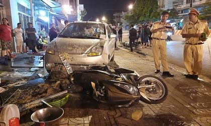 Nhiều thực khách bỏ chạy khi xe ben gây tai nạn liên hoàn