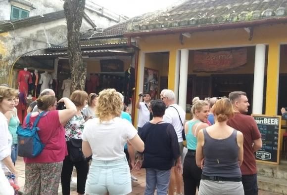 Hội An cách ly 10 người tiếp xúc với 3 khách Anh mắc Covid-19 ở Đà Nẵng, Huế - Ảnh 1.