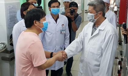 Bác sĩ chữa khỏi Covid-19 cho hai bệnh nhân Trung Quốc chỉ cách có thể loại bỏ virus khi lỡ hít phải