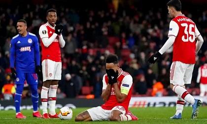 Cầu thủ Arsenal tiếp xúc với người nhiễm Covid-19