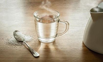 Uống nước muối vào khung giờ vàng giúp đào thải cặn bã, tăng cường sức khỏe