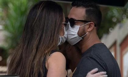 Người đàn ông nhiễm virus vì đi ngoại tình, cả thị trấn phải cách ly