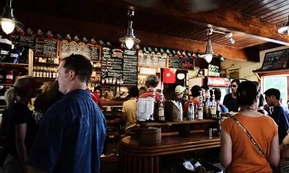 Ca mắc Covid-19 thứ 122 là nữ nhân viên quán rượu tại Bangkok