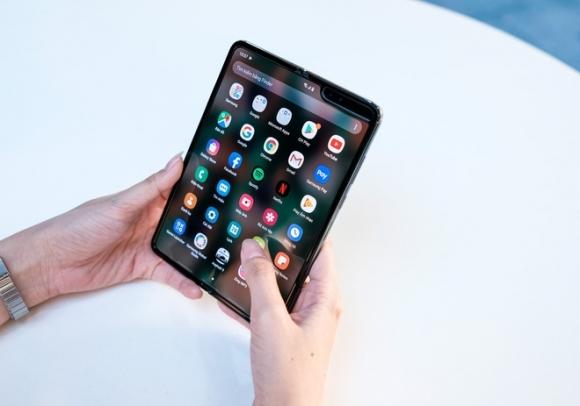 Loat smartphone dang giam gia manh tai Viet Nam hinh anh 2 fold.jpg