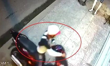 Clip: Thanh niên bẻ khóa, trộm SH chỉ trong 3 giây ở TP.HCM