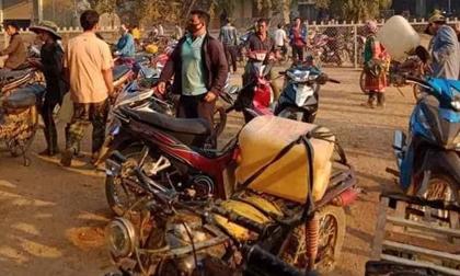 Người dân đổ xô đi mua xăng dầu vì tin đồn, nhiều cửa hàng hết xăng