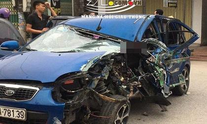 Ô tô con tông lật xe 3 bánh chở sắt, nhiều người bị thương nặng, hiện trường vụ tai nạn đầy ám ảnh
