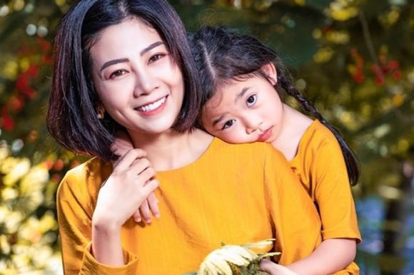 Phung Ngoc Huy lan dau len tieng ve viec nuoi con gai Lavie hinh anh 1 sau_tat_ca_cho_toi_khi_trut_hoi_tho_loi_cuoi_cung_mai_phuong_danh_tron_cho_con_gai_maiphuong_1_1585438998_341_width650height433.jpg