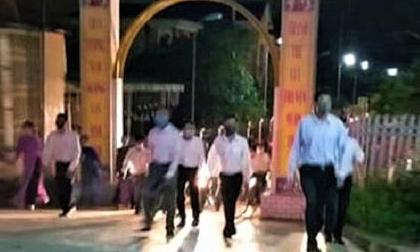 Hàng trăm người đi lễ nhà thờ ở Hà Tĩnh trong dịch Covid-19