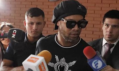 Ronaldinho được quản thúc tại khách sạn sau khi trả 1,6 triệu USD
