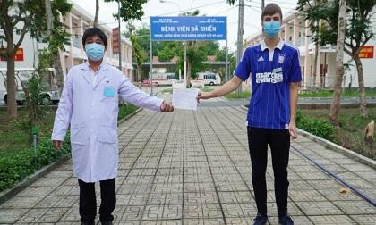 Bệnh nhân cuối cùng tại Bệnh viện dã chiến Củ Chi ra viện, Việt Nam có 224 trường hợp nhiễm Covid-19 khỏi bệnh