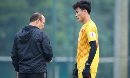 Nếu Văn Lâm không thể tham dự AFF Cup: Thầy Park còn đủ niềm tin với Tiến Dũng?