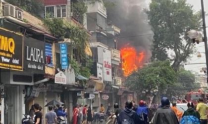 Ngôi nhà 2 tầng trên phố cổ Hà Nội vừa cháy lớn 3 ngày trước lại xảy ra hỏa hoạn