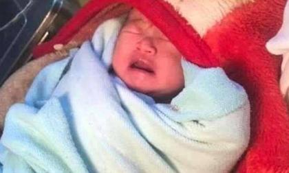Phát hiện bé sơ sinh còn nguyên dây rốn bị bỏ rơi trong một nhà nghỉ