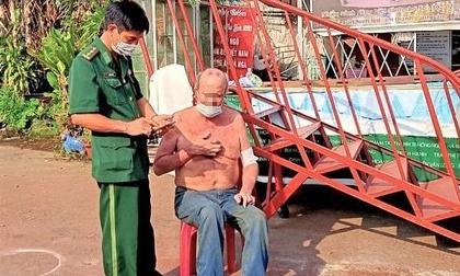 Nhảy sông Sài Gòn tìm hộ chiếu, giảng viên người Mỹ bị nước cuốn trôi