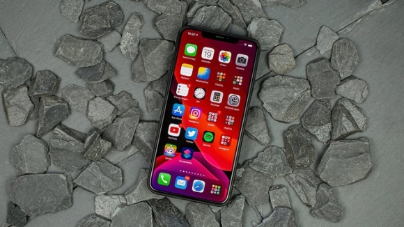 Nhieu smartphone chinh hang giam gia dau thang 5 hinh anh 1 NextPit_iPhone11ProMax_Review_fixed_1_w782.jpg