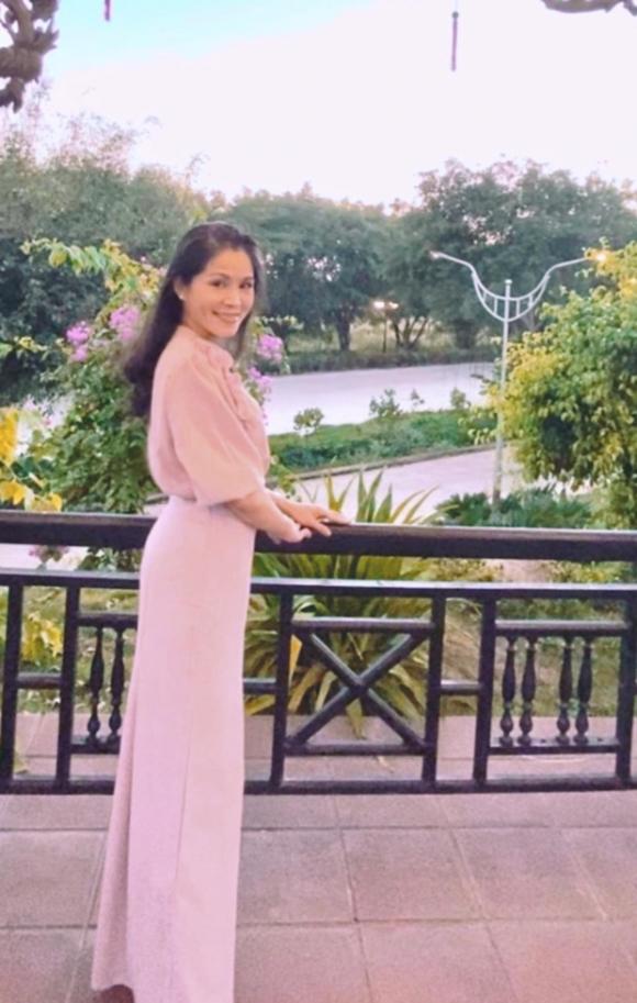 Con gái Quyền Linh lại gây xôn xao với nhan sắc được khen giống Trương Bá Chi lúc trẻ