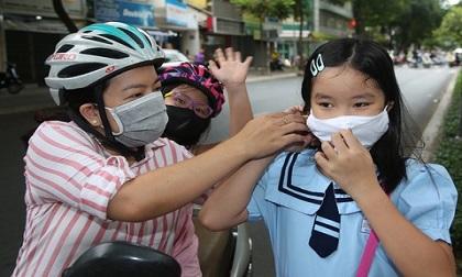 Toàn bộ học sinh phổ thông TP.HCM, Hà Nội trở lại trường