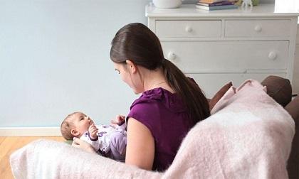 Đắp chăn cho bé như thế nào khi nằm điều hòa để không bị ốm?