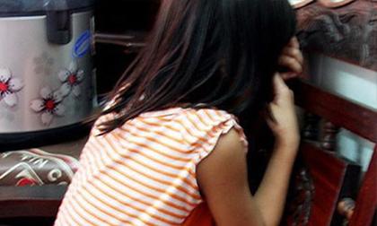 Hiếp dâm bé gái 11 tuổi khi đi tìm vợ và con