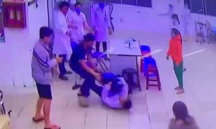 Hai cha con hành hung y tá, bảo vệ bệnh viện khi bị nhắc nhở