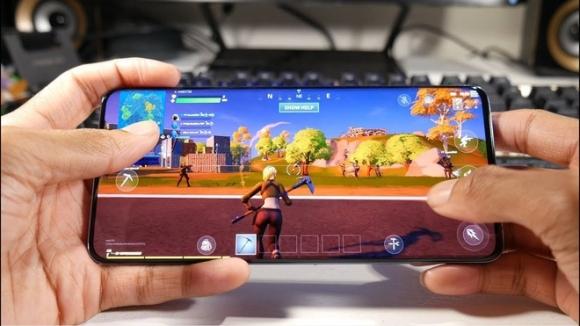 Loat smartphone dang mua nhat de choi game hinh anh 8 maxresdefault_2_.jpg