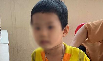 """Bé trai 3 tuổi bị bố bỏ rơi tại tòa kèm lời nhắn: """"Tôi không đẻ, tôi không nuôi"""""""