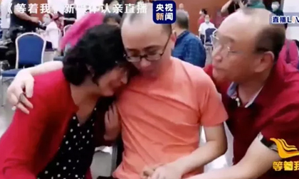Kỳ tích con trai đoàn tụ với cha mẹ sau 32 năm bị bắt cóc