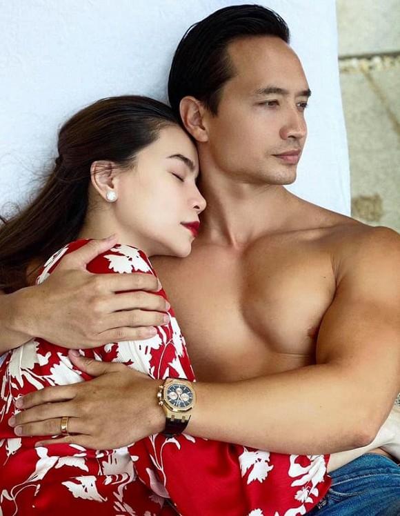 Đeo nhẫn ở ngón áp út, Hà Hồ chuẩn bị kết hôn và đang mang song thai với bạn trai Kim Lý