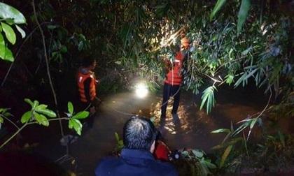 Tìm kiếm bé trai 4 tuổi mất tích khi tắm mưa