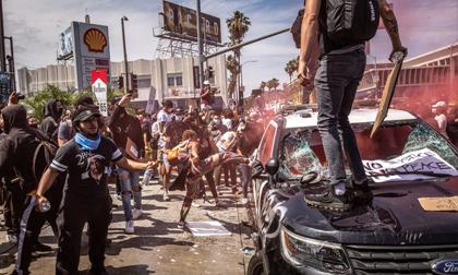 Bạo động rung chuyển một loạt thành phố Mỹ