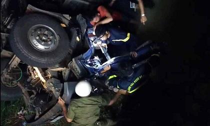 Tài xế cùng chủ xe tử vong khi ôtô rơi xuống cầu