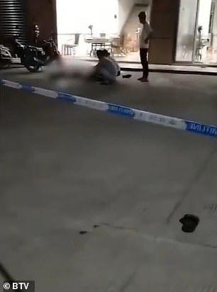 Trung Quốc: Xông vào siêu thị đâm chém làm 10 người thương vong - Ảnh 3.