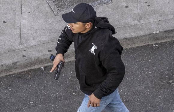 Mỹ: Tài xế nổ súng vào đám đông biểu tình, suýt thành thảm sát đẫm máu - Ảnh 2.