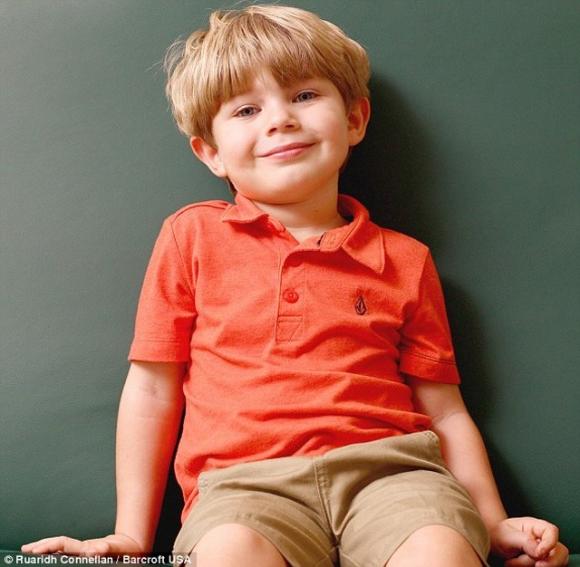 Elijah khiến cha mẹ lo lắng vì cậu không giống với những đứa trẻ bình thường khác.