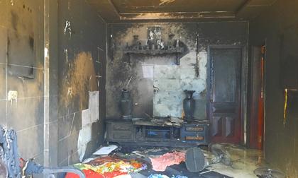 Mang can xăng đến đốt cháy rụi phòng khách nhà mẹ vợ cũ