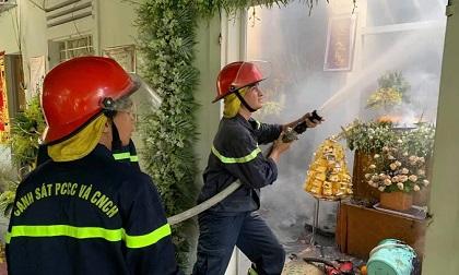 Ngôi nhà bốc cháy khi đang tổ chức đám tang